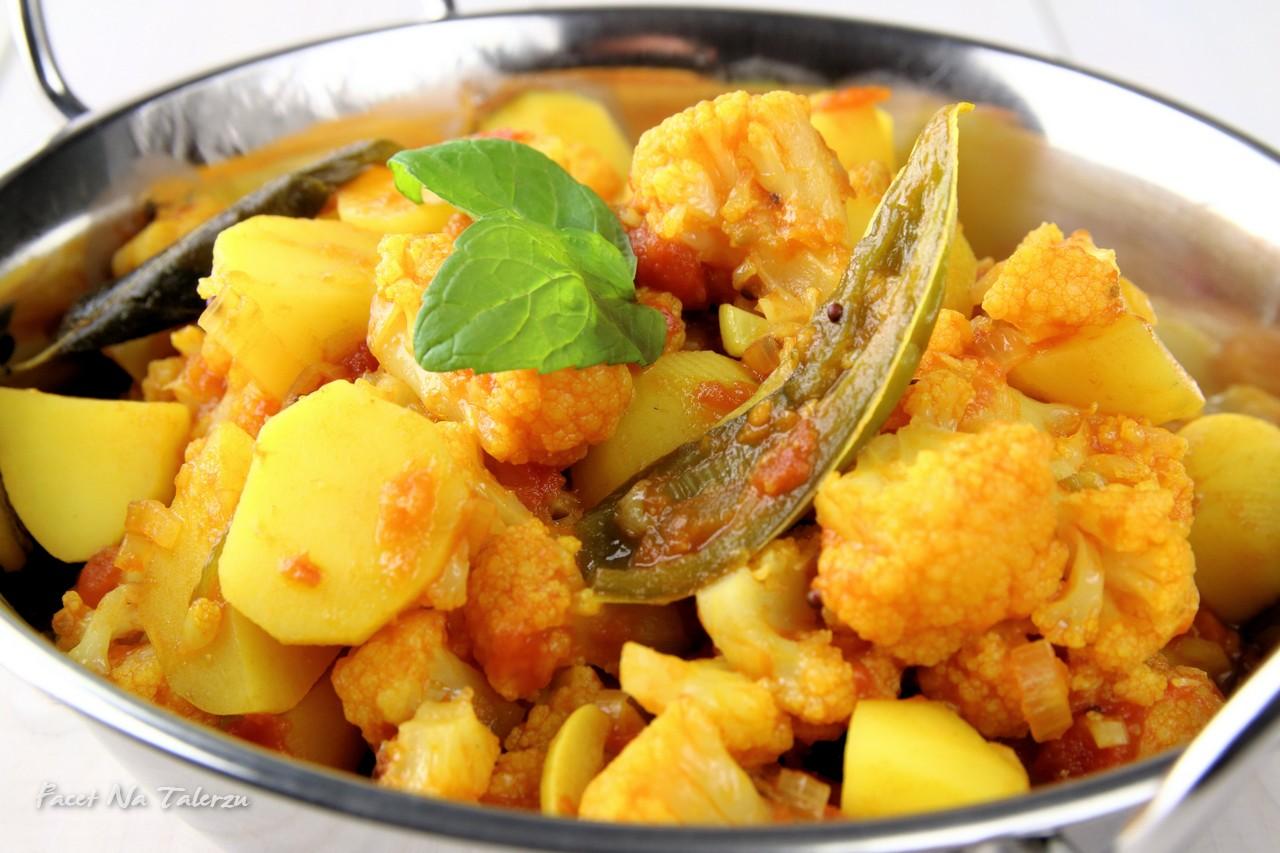 Aloo Gobi - indyjskie curry z ziemniaków i kalafiora