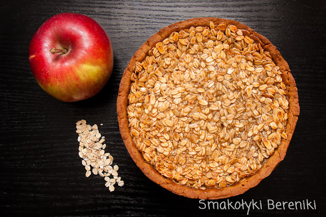 jabłecznik z kruchym karmelowym cieście z miodową polewą