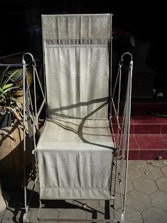 barang antik kursi santai belanda kuno