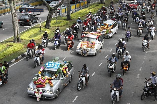 Perarakan Kematian Gengster India Cabar Polis