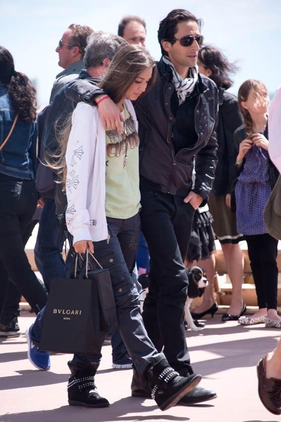 Adrien Brody y Lara Nieto en Cannes
