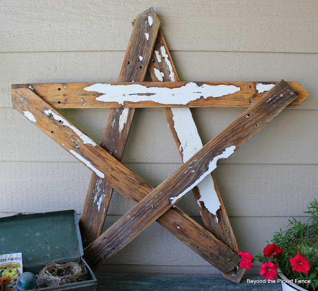 Love That Junk: Reclaimed wooden star - Beyond the Picket Fence