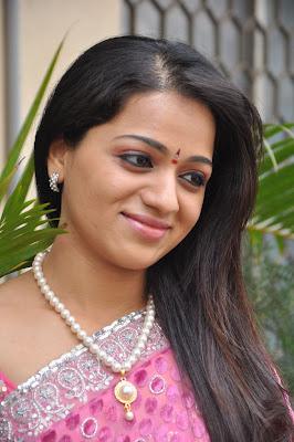 reshma new saree actress pics