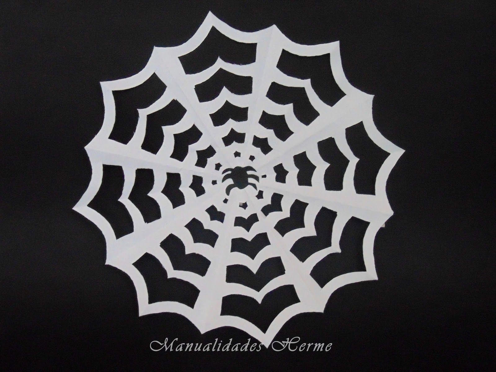 Manualidades herme decoraci n halloween hacer tela de ara a for Decoracion halloween manualidades