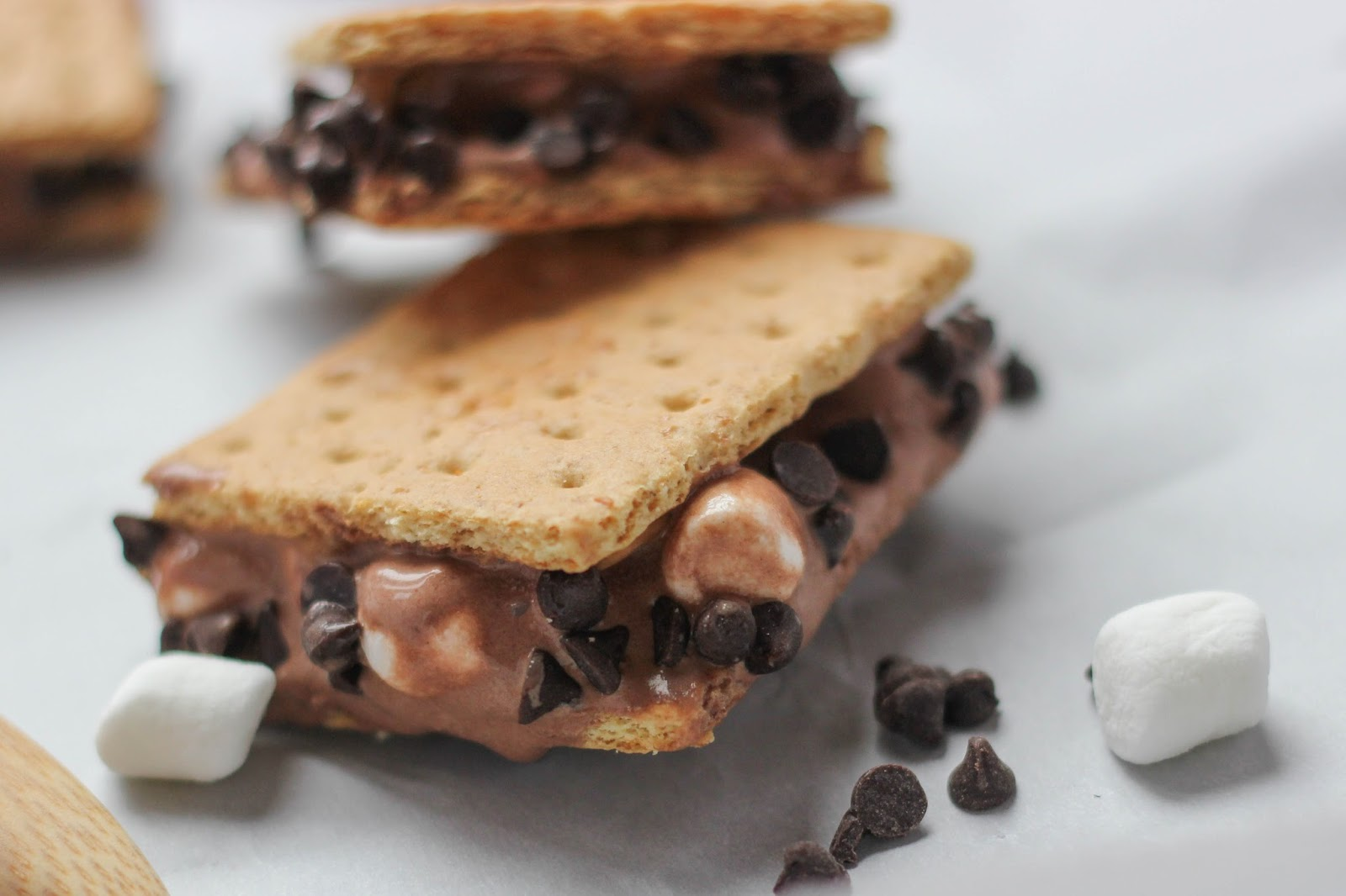 Ice cream sandwiches are so easy (and fun!) to make at home! Love this recipe from Little City Adventures for Chocolate Peanut Butter Marshmallow Ice Cream Sandwiches #icecream #dessert #littlecitykitchen