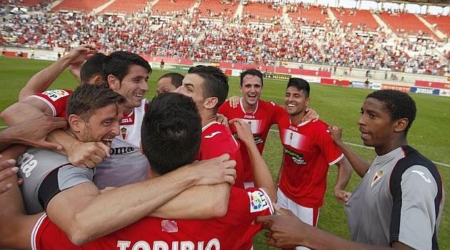 El Real Murcia entra en playoff y manda al Castilla a Segunda B