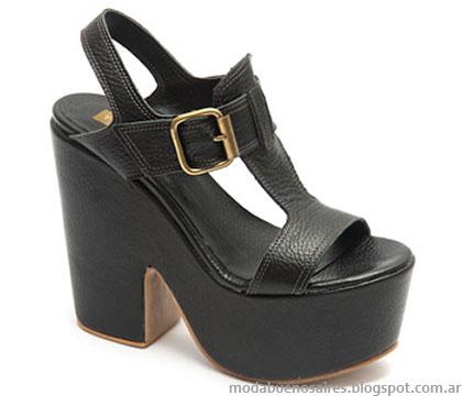 Traa verano 2015. Moda sandalias 2015. Moda calzado femenino primavera verano 2015.