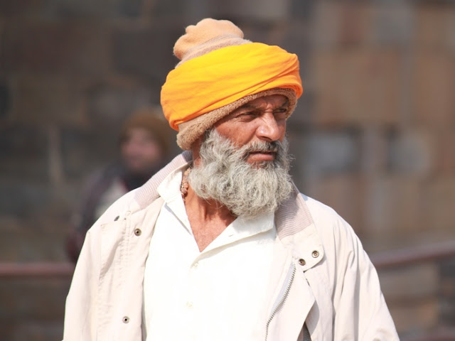 красивое фото пожилого индуса в чалме