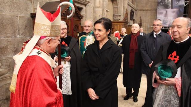 La presidenta del Parlamento gallego carga en nombre del rey contra la separación de Iglesia y Estado