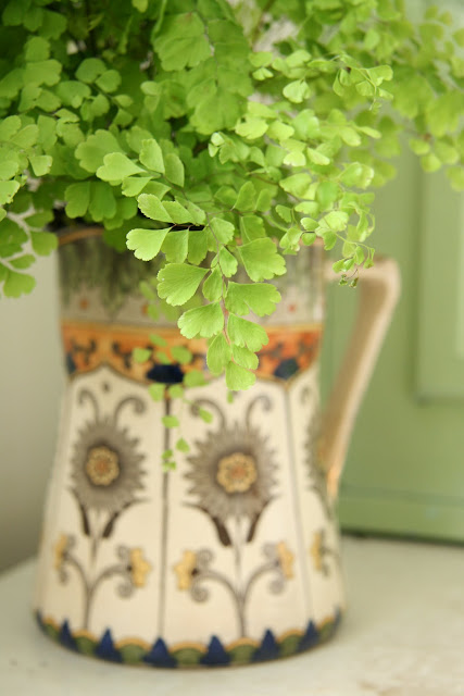 caroline davis stylist, trend daily blog, styling details, plants