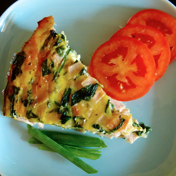 Healthy Crustless Turkey, Mozzerella, and Spinach Quiche