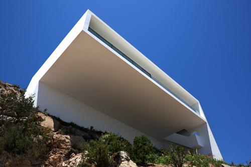 Franc Silvestre Arquitectos, Iberian sea in Alicante, south of Spain, house on mountainside, minimalist, Nestling, Architecture respecting Nature, natural topography, flow of nature, traditional architecture, casa, house on cliff, cliff house