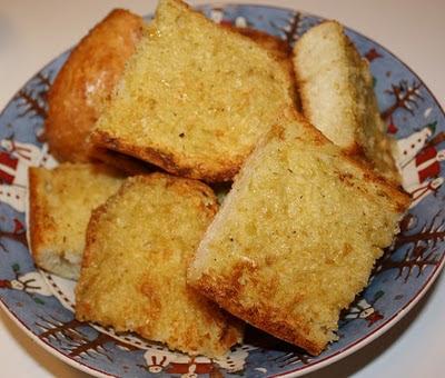 Rah Cha Chow: Roasted Garlic Bread