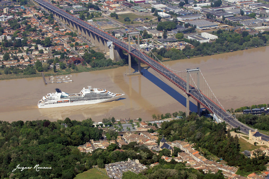 Bordeaux photo a rienne la france vue du ciel une sardine dans le p - Les ponts de bordeaux ...