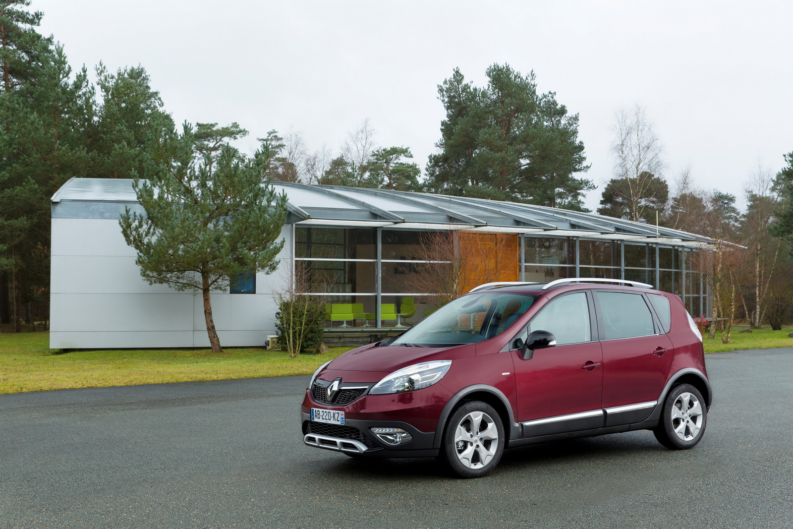renault sc nic xmod the market s leading mpv in crossover mode. Black Bedroom Furniture Sets. Home Design Ideas