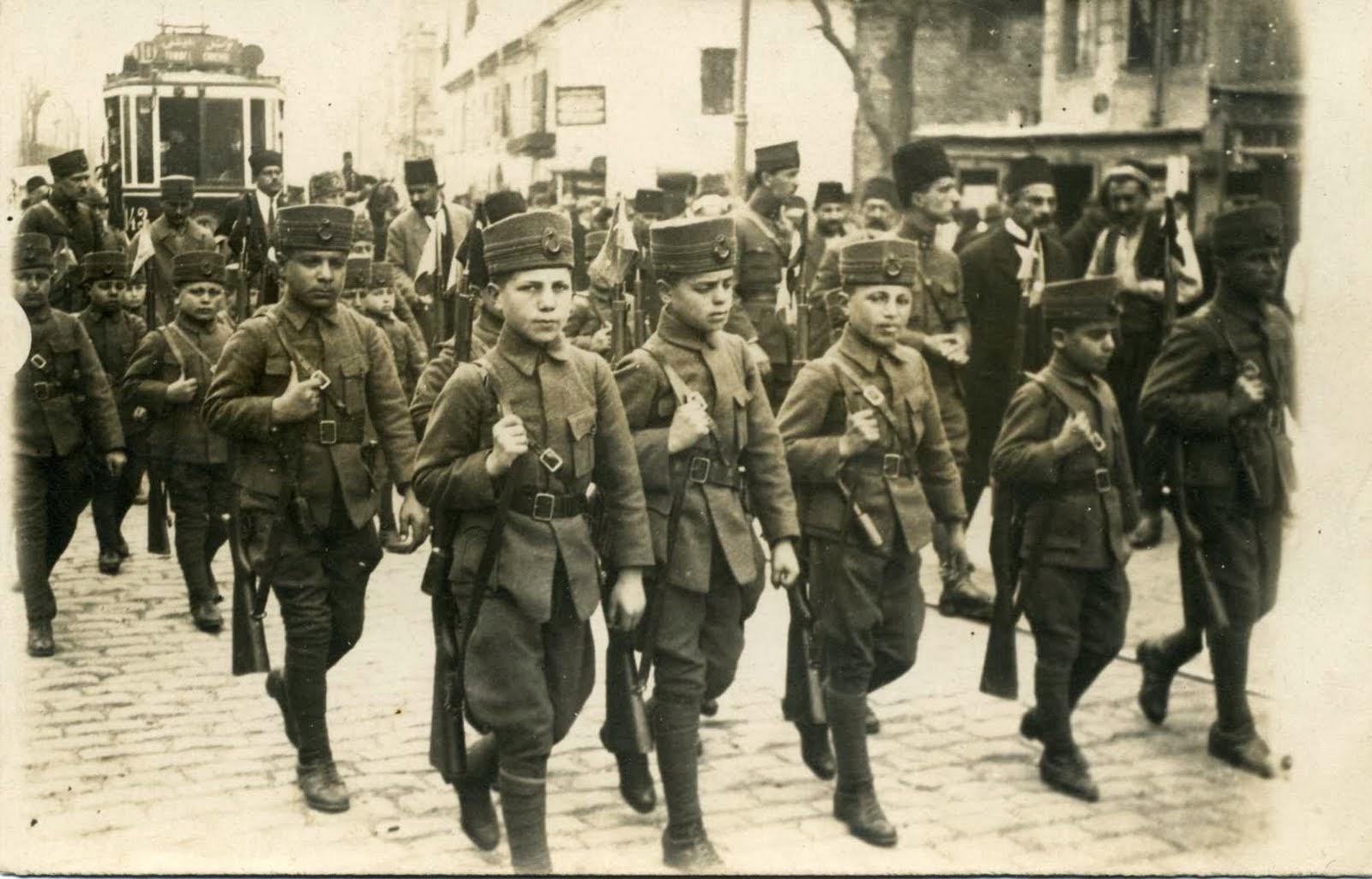 Kemal Atatürk:Bizim milletimiz Bulgarlar, Sırplar,Macarlar,Romenler gibi Fatih'lerin arkasında sers