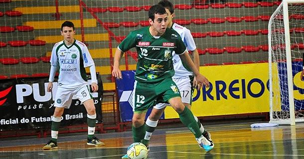 98a87980f9 O ala pivô Chulapinha (foto) renovou para mais uma temporada.