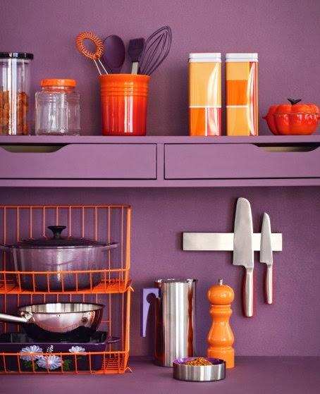 Cocina naranja y lila