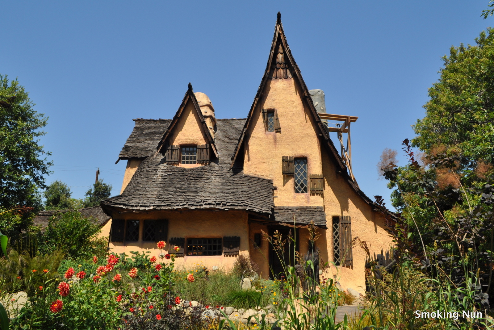 Los angeles the witch s house in beverly hills the for Hansel and gretel house plans