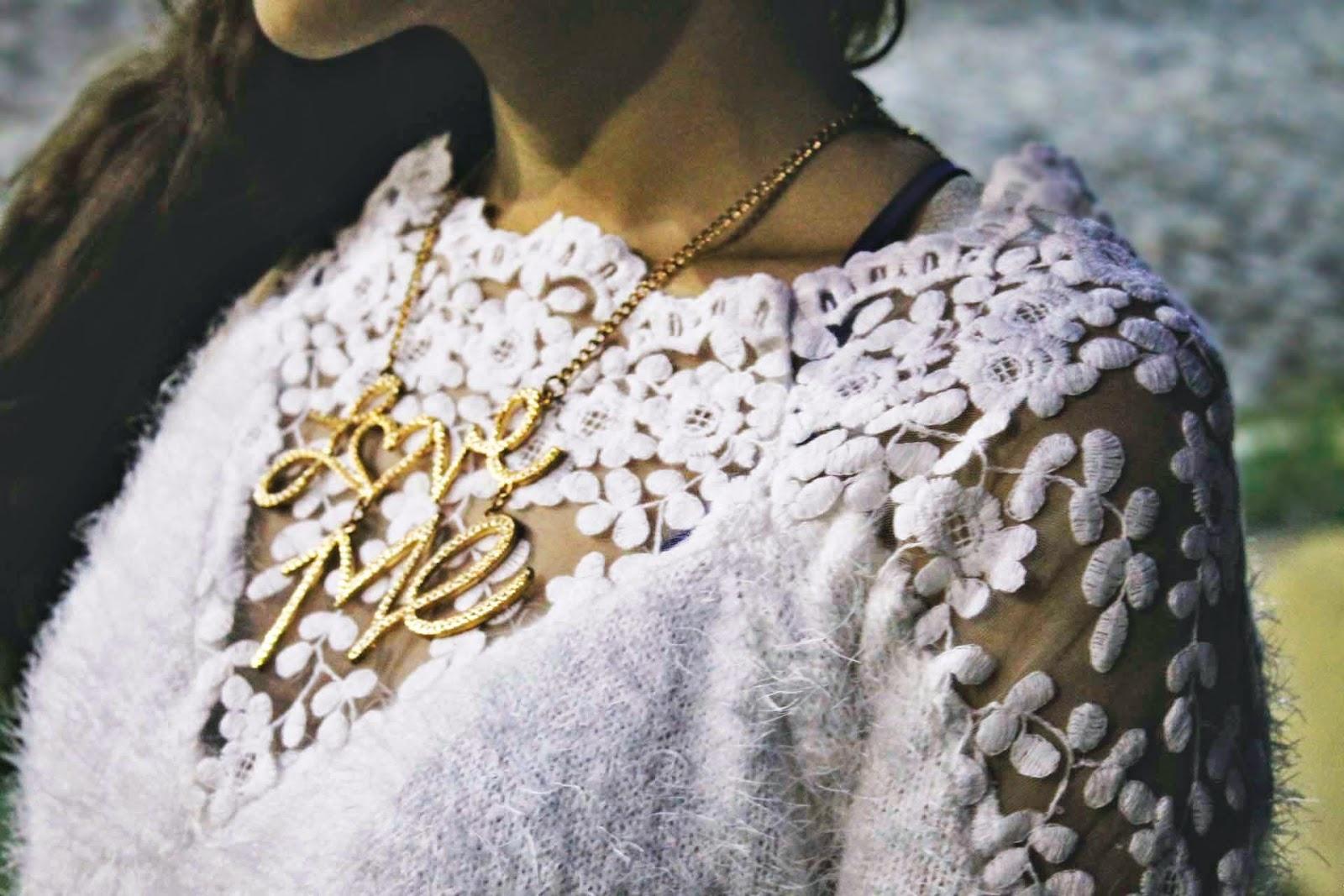 Look de inverno, recebidos romwe, casaco branco fofinho, saia de rosas, bolsa saco étnica, look china