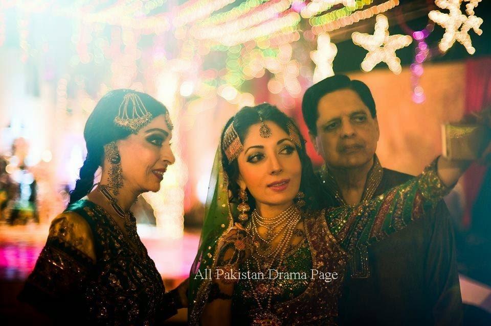 Mehndi Bridal Photoshoot : Aiza khan and danish taimoor wedding pics mehndi special bridal