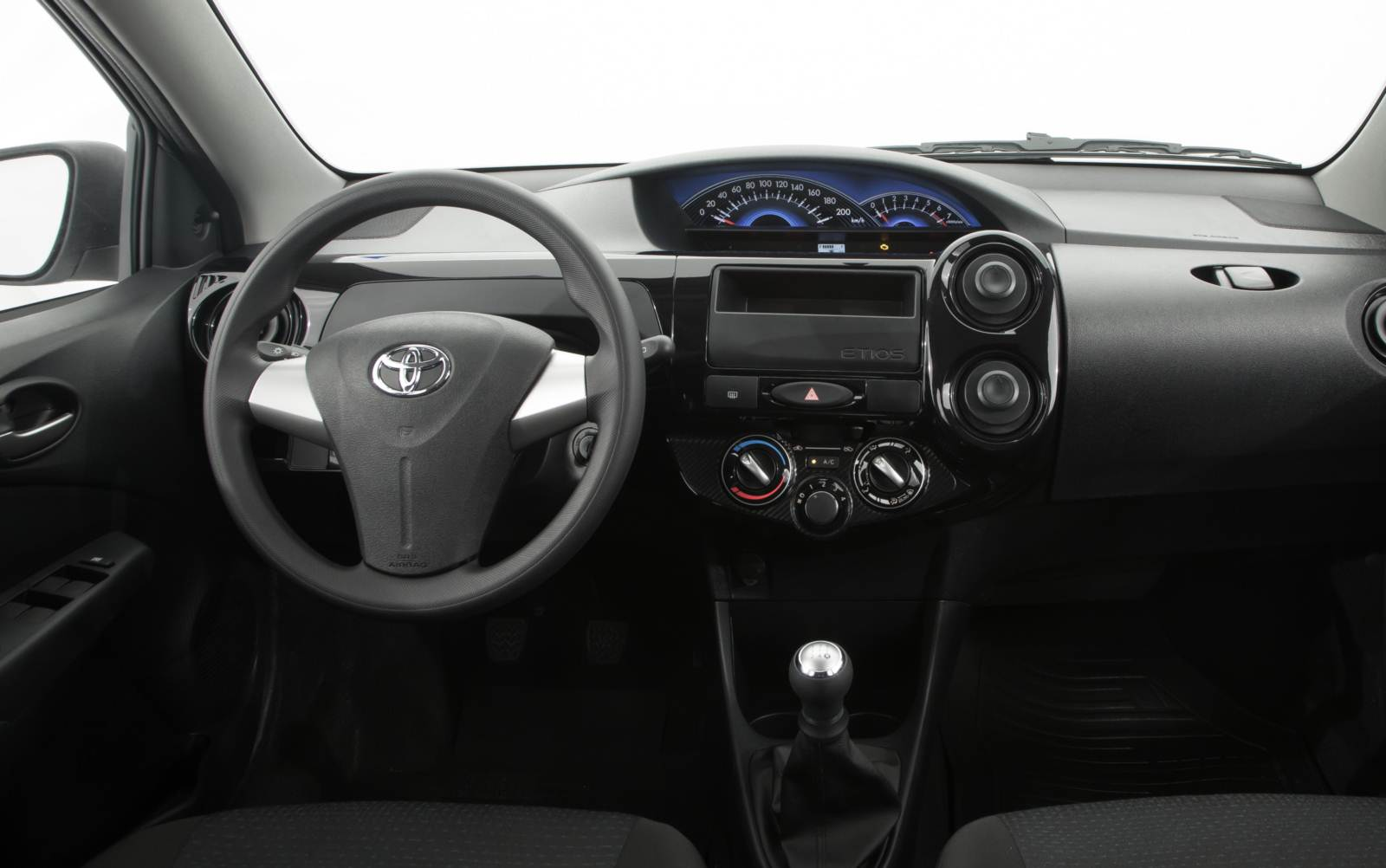 Ford Ka Sedan x Toyota Etios Sedan - espaço interno