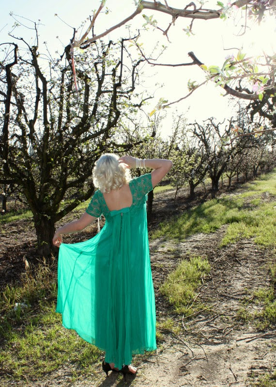 Vintage 60s Green Goddess Gown: Affordable Wedding Dresses - Green Queen