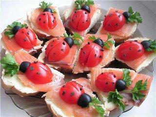 canapé tomate decorado - joaninha