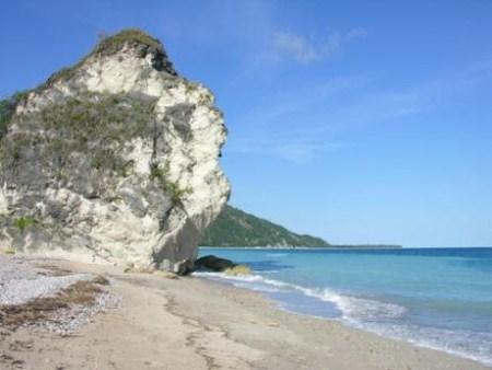 batu raksasa pantai kolbano