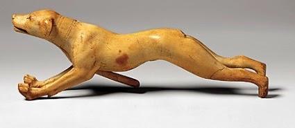 كلب متحرك من العاج من عصر امنحتب الثالث الاسرة 18 – متحف متروبوليتان