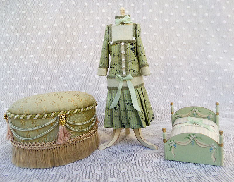Silk Tuffet childu0027s mannequin and dolly bed