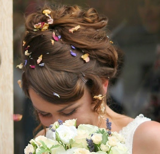 Vintage bride Clare, close-up of hair and flowers