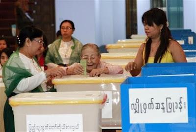ၾကားျဖတ္ေရြးေကာက္ပဲြမွာ မဲေပးျပီ – by-election photo