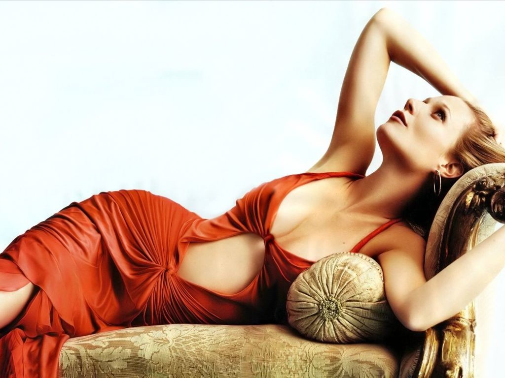 http://2.bp.blogspot.com/-v1dseMW11pY/Tir6gVUcGdI/AAAAAAAACtU/tci3tDI193g/s1600/Gwyneth_Paltrow_wallpapers_alone_with_red_gown_show_curve.jpg