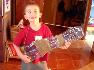 Gitara i łuk z butelek