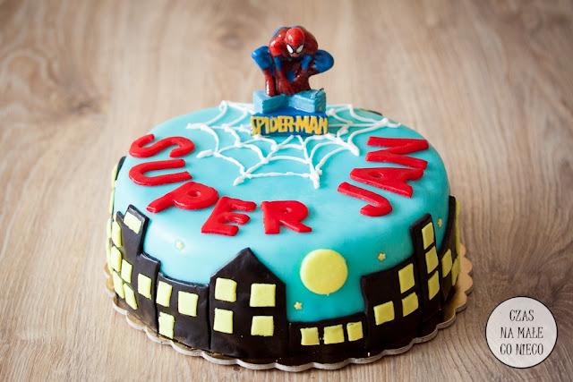 tort superbohater, malinowo czekoladowy