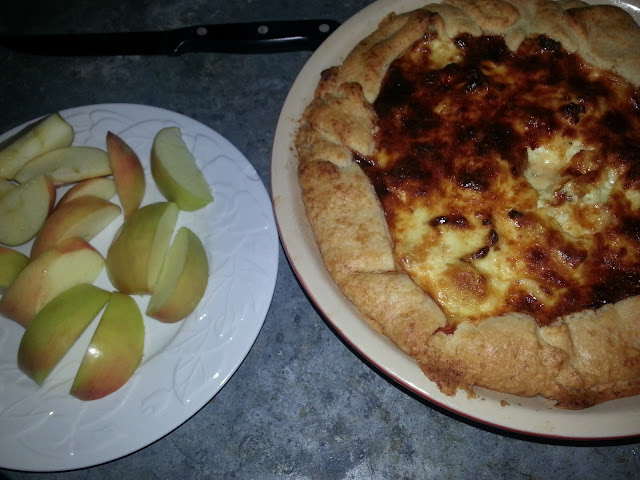 finished picture of roasted cauliflower & caramelized onion galette