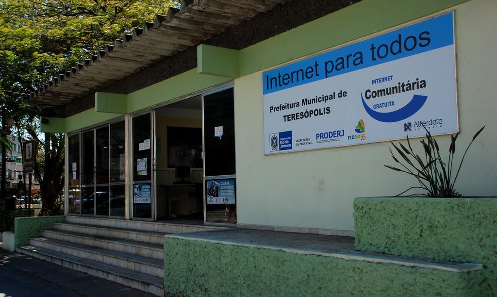 O Centro de Internet Comunitária está localizado no Centro de Informações Turísticas, na Praça Olímpica