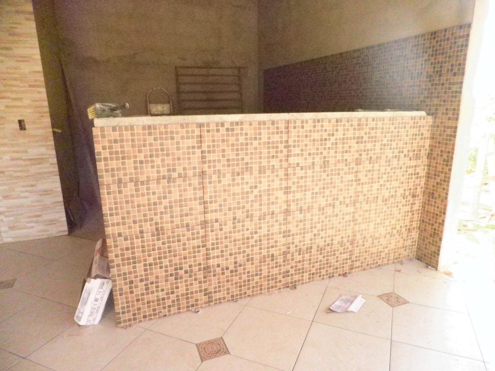 Balcao e parede acima da bancada com revestimento coquinho HD Via  #9F692C 1600 1200