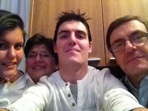Mi hermano, mi cuñada y mis dos sobrinos.