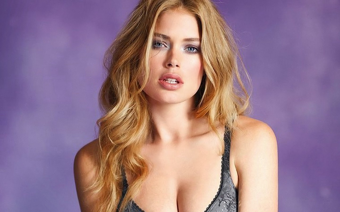 DOUTZEN KROES_WALLSTOWN_IN_HOLLYWOOD ACTRESS_HOLLYWOOD CELEBRITIES