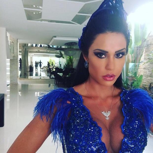 Para ser rainha de bateria, Gracyanne Barbosa terá que pagar meio milhão de reais