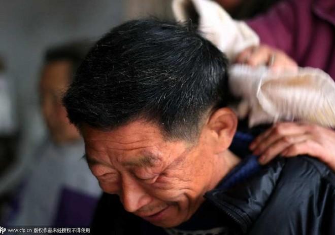 Nghề cắt tóc bằng kẹp sắt nóng ở Trung Quốc 2