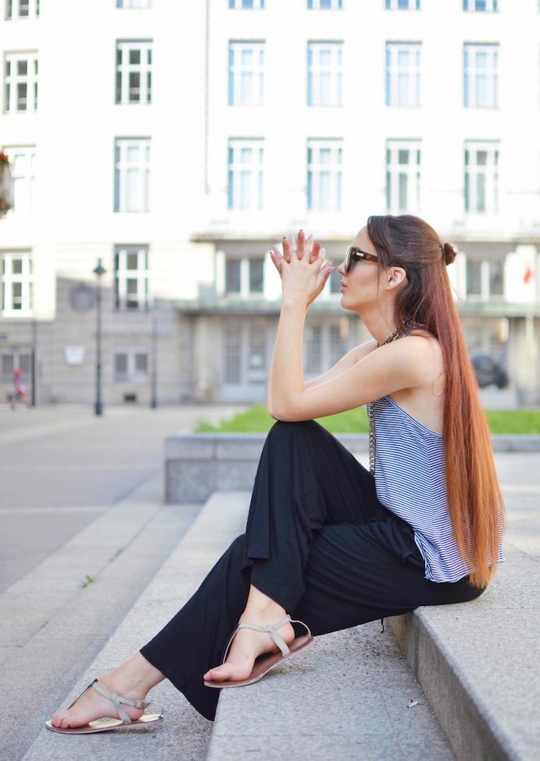 Citytrip_Outfit_Sommer_Wien_Streeststyle_top_lange_lockere_Hose_Haremshose_ViktoriaSarina