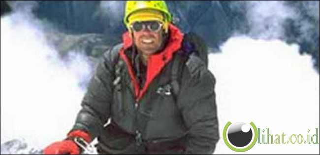 Daniel Mazur – Gagal Mencapai Puncak Everest Demi Menyelamatkan Lincoln Hall