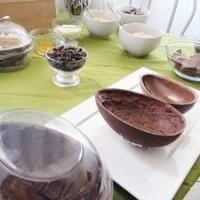 Professora ensina a fazer ovos de chocolate caseiros em 30 minutos