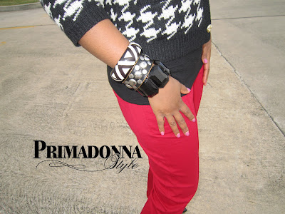 how to wear houndstooth, how to wear red pants, red skinny pants, red ankle pants, forever 21stacked bracelets, houndstooth cardigan, nine west 7proudly, white black and red outfit