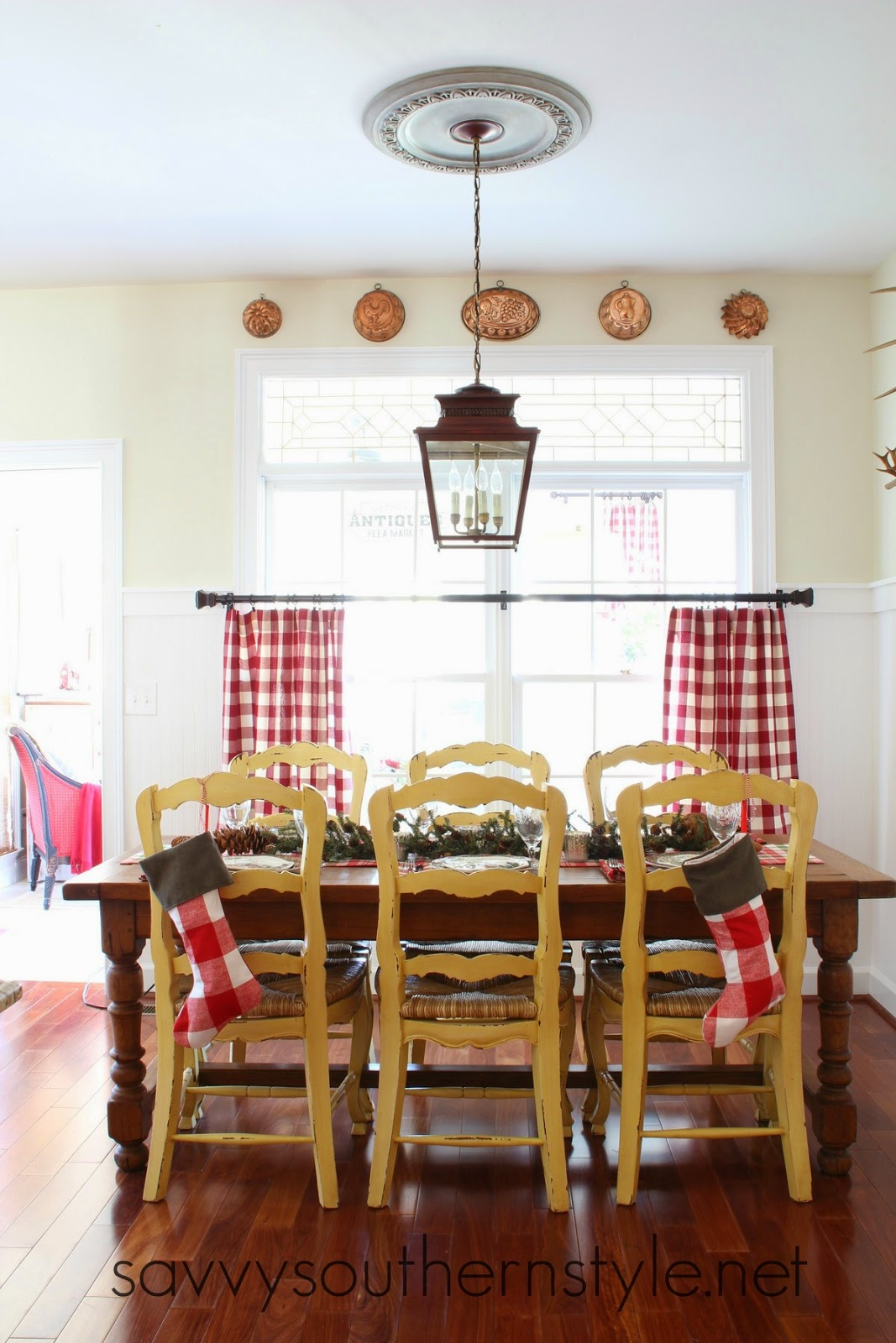 Savvy Southern Style : Christmas Breakfast Room