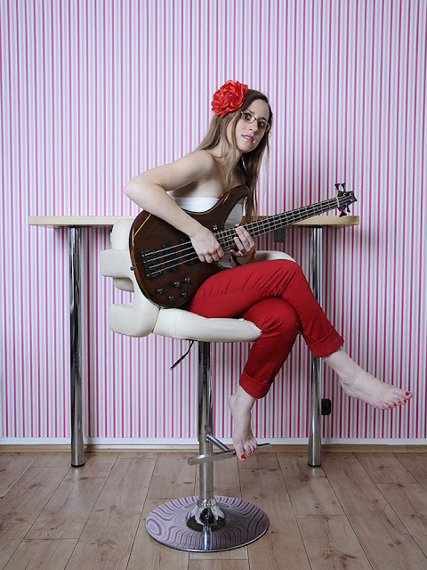 photo session with gorgeous musician Delphine Maillard at Niki´s Cakes!