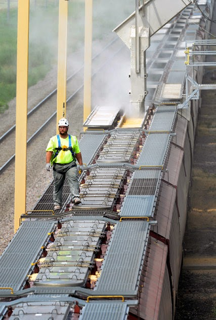 http://www.nytimes.com/2014/08/26/us/grain-piles-up-waiting-for-a-ride-as-trains-move-north-dakota-oil.html?_r=0#story-continues-4